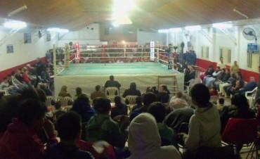 Noche de viernes con la vuelta del Boxeo al Club Talleres