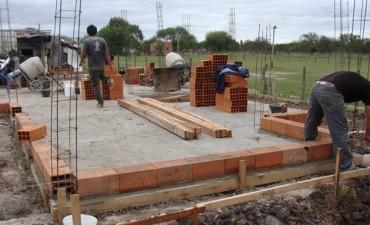 Construyen vivienda para una familia que vive en un rancho de Nylon
