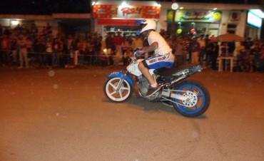 Calle Dónovan colmada de Federalenses que disfrutaron del show de música y equilibrio en dos ruedas