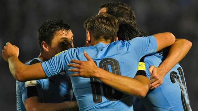 Uruguay vapuleó a Paraguay y volvió a lo más alto