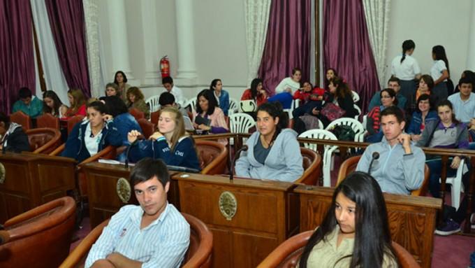 Comienzan las instancias departamentales del Senado Juvenil. El 14 en Federal