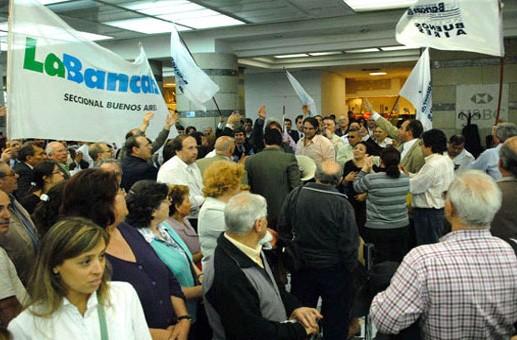 Bancarios realizarán asambleas y no habrá atención al público durante dos horas