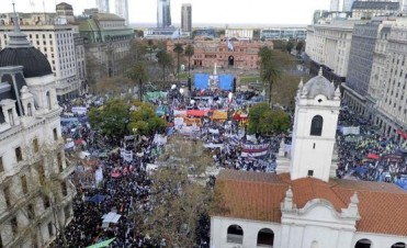 Marcha Federal: masiva y multitudinaria protesta contra el Gobierno en la Plaza de Mayo