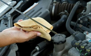 Cinco detalles cotidianos que no cuidamos del auto