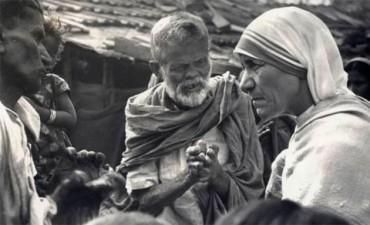 Los milagros que convertirán en santa a la Madre Teresa de Calcuta
