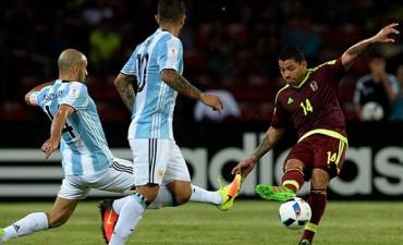 Argentina jugó mal, pero reaccionó a tiempo y rescató un punto ante Venezuela