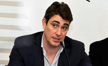 El País de la joda :Un funcionario gasta $25 mil por mes con fondos públicos en un curso de oratoria