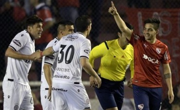 Independiente pone un pie en octavos