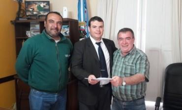 El Municipio entrego un aporte reintegrable al Club Talleres