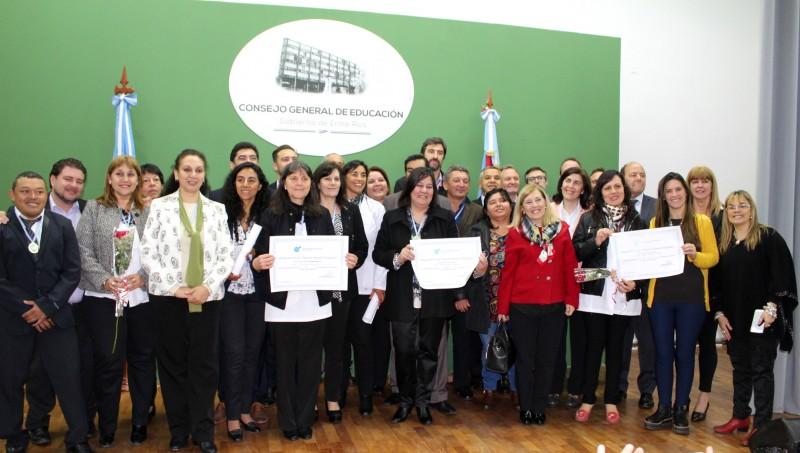 El gobierno reconoció la labor de la docencia entrerriana con el premio Antequeda