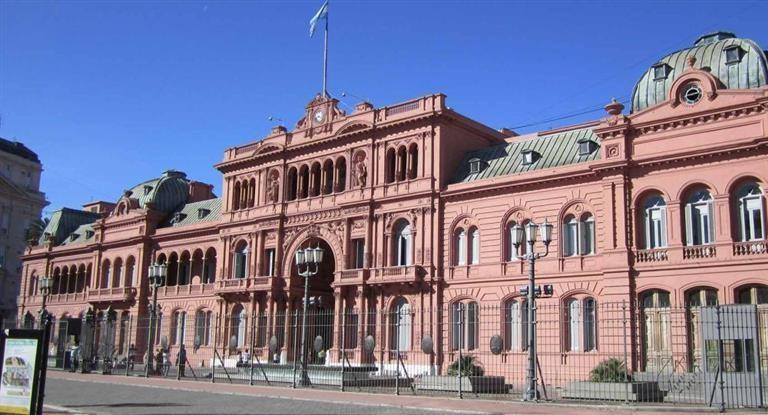 Las causas por las cuales el Gobierno respalda a la Gendarmería (por ahora)