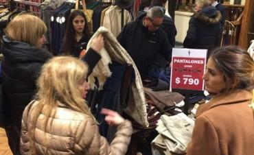 Los impuestos representan el 50% del precio de la ropa