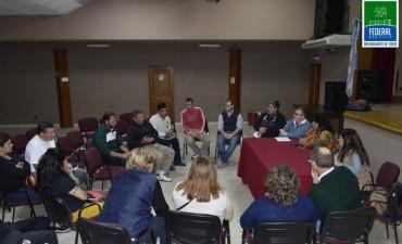Reunión de trabajo para analizar el proyecto de un matadero de cerdos