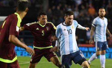 Una Argentina desangelada no pasó del empate y pone en jaque su Mundial