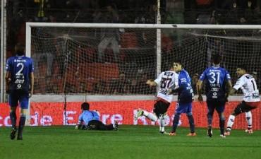 Patronato ganó el tercer partido al hilo y llegó a lo más alto de la Superliga