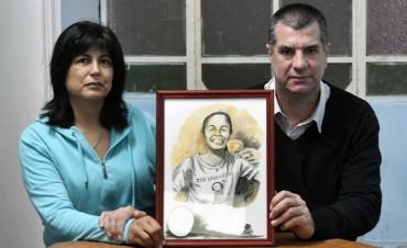 Los padres de Micaela García y un golpe que no se asimila: