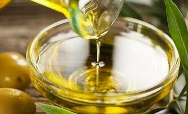 ANMAT prohíbe la venta de un aceite de oliva en todo el país