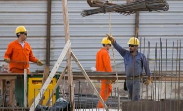 El gobierno analiza dos modelos de reforma laboral