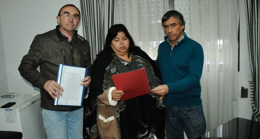 CAFESG entregó el contrato para obra en Conscripto Bernardi