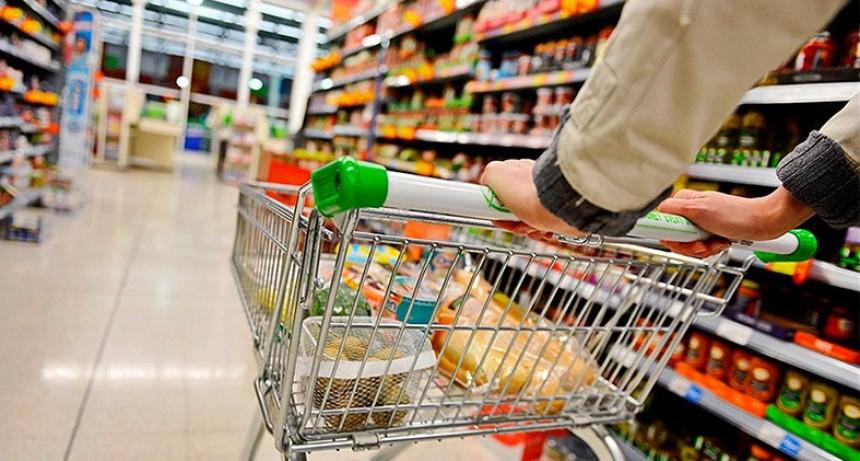 Supermercados suben los precios y estiman que