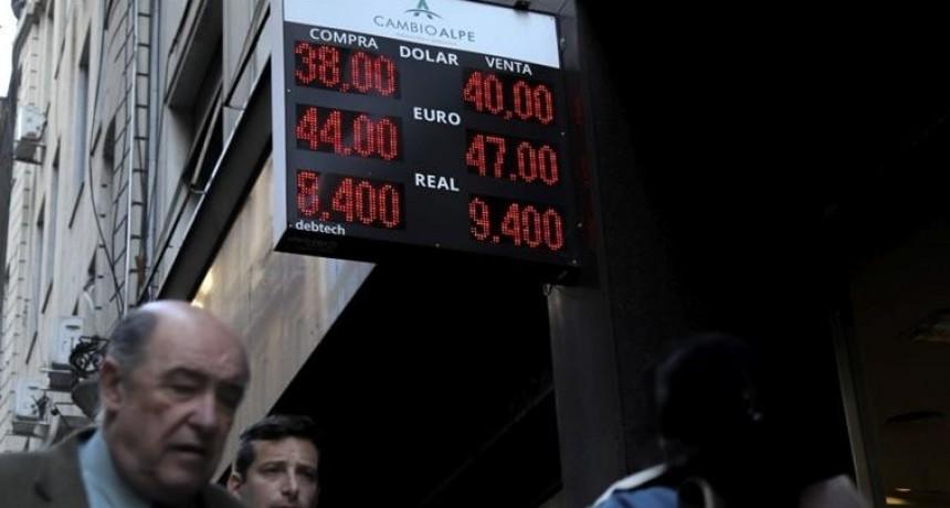 En un cierre caliente, el dólar saltó 3% y terminó por primera vez arriba de $ 40 (BCRA recién apareció en minutos finales)