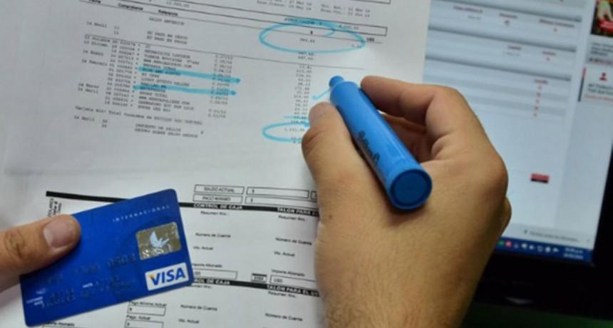 100 por ciento anual de interés para financiar el resumen de la tarjeta de crédito