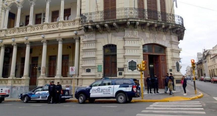 Volvieron a allanar la Municipalidad de Paraná: secuestraron los celulares de Varisco y de su hija