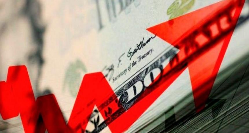 Imparable: El dólar superó los 42 pesos y marcó un nuevo récord histórico