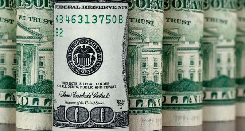 Restringen la compra de dólares a 10.000 por mes y obligan a liquidar divisas