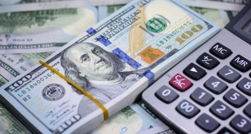 La demanda no cede y el dólar acumuló una suba de 42 centavos en la semana