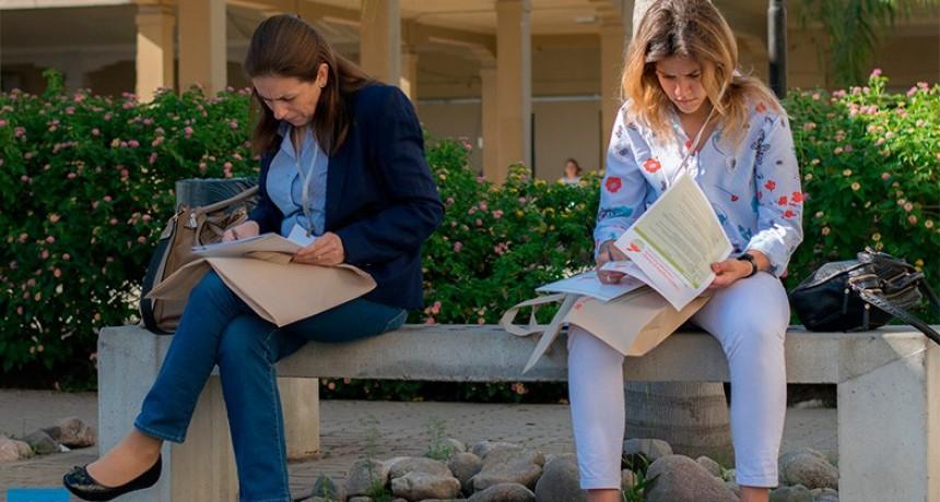 Inscriben para carreras universitarias a quienes no tienen título secundario
