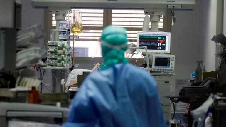 La ocupación de camas críticas en ER asciende al 57,7%