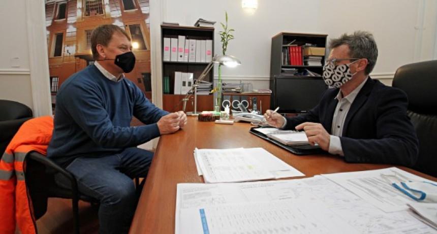 A fin de evaluar las obras que comienzan y vienen desarrollándose en la provincia, el ministro de Planeamiento, Marcelo Richard, se reunió con el jefe de Vialidad del distrito de Entre Ríos, Daniel Koch.