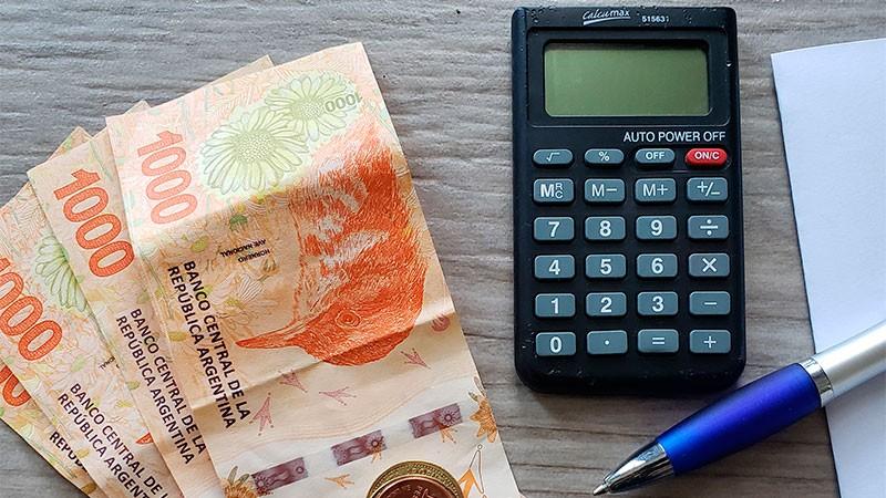 El Gobierno aumentará el piso para pagar el impuesto a las Ganancias a $175.000