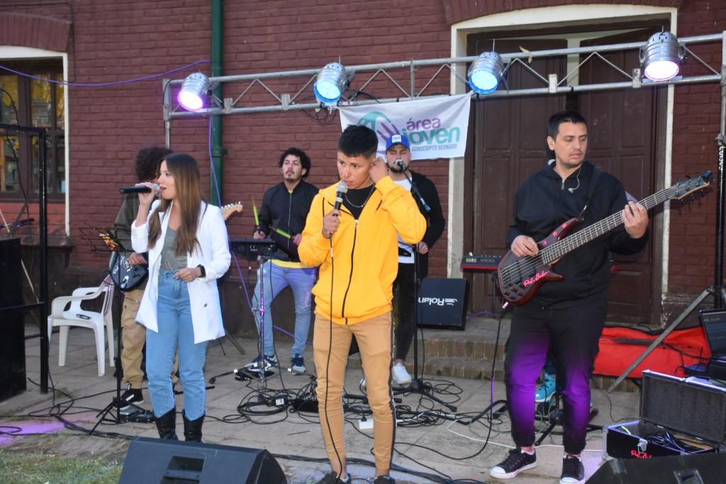 Multitudinaria fiesta en Conscripto Bernardi para celebrar el Día de los Estudiantes y  recibir la primavera.