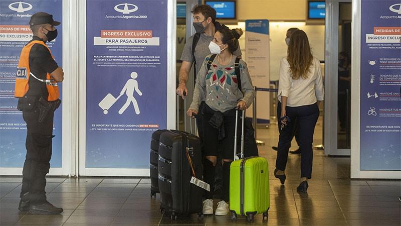 A partir de noviembre se levantan restricciones para ingresar al país vía aérea