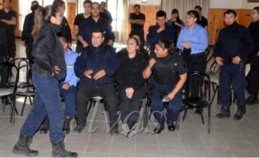 En Santa Cruz se acuerteló la Policía y reclama aumento salarial
