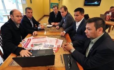 Urribarri junto a Bordet y Bahl en Chile junto a una misión comercial