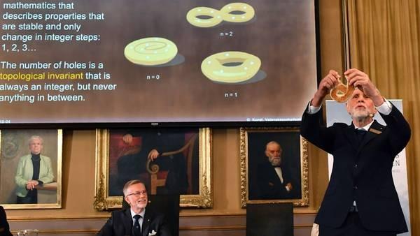 Topología: qué es la ciencia que usaron los científicos premiados con el Nobel de Física