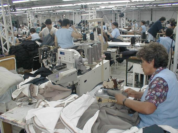 Cierre de plantas textiles y dudas sobre el plan industrial del gobierno