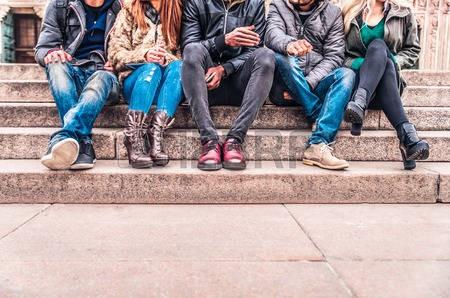 Vecinos de calle Donovan denuncian descontrol de jóvenes en la vía publica
