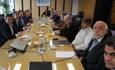 Gobernadores e intendentes, en alerta por el bono de fin de año