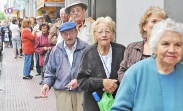 Medio millón de jubilados cobraron con aumentos sus haberes de septiembre