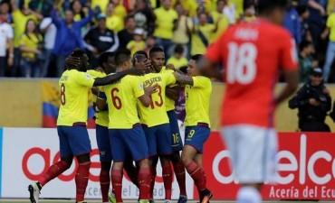 Ecuador goleó al Chile de Pizzi y lo complicó aún más