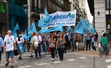 Bancarios seguirán con protestas esta semana