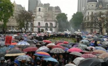 Multitudinaria marcha contra la violencia de género y los femicidios