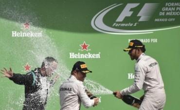 Hamilton volvió a acortar distancia y la F1 está que arde