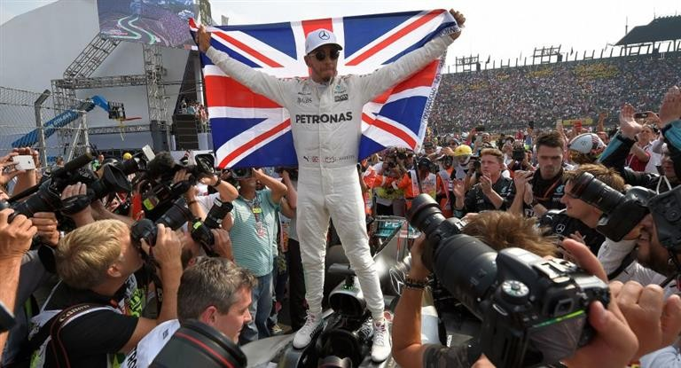 Con una gran remontada, Hamilton consiguió su cuarto título