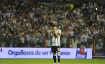 Argentina no pudo de local contra Perú y deberá jugarse todo en la última fecha