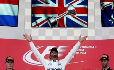 Lewis Hamilton ganó en Japón y se acerca al título